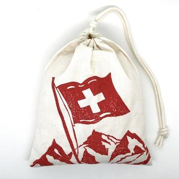 Bild von Baumwollbeutel mit Arvenflocken aus Bergün, Schweizerfahne Rot