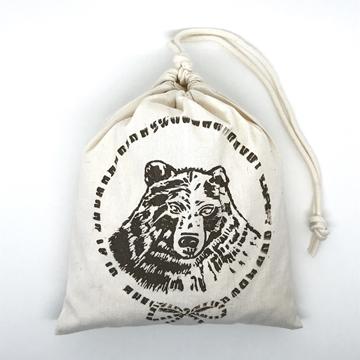 Bild von Baumwollbeutel mit Arvenflocken aus Bergün, Bär Braun