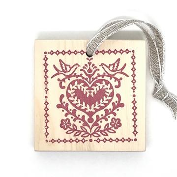 Bild von Arvenholzanhänger bedruckt mit Sujet von Désirée Fischli, Herz Rot