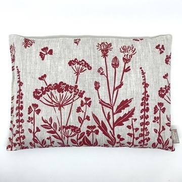 Bild von Aktuell - Arvenkissen Leinen Gross, gefüllt mit Arvenflocken aus Bergün, Blumenwiese Rot