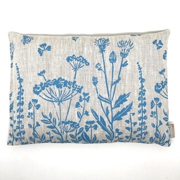 Bild von Aktuell - Arvenkissen Leinen Gross, gefüllt mit Arvenflocken aus Bergün, Blumenwiese Hellblau